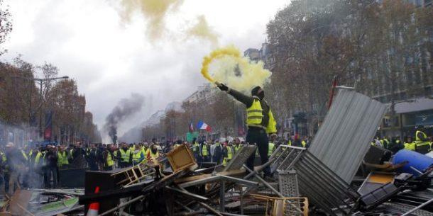 paris-riots-AP-photo.jpg