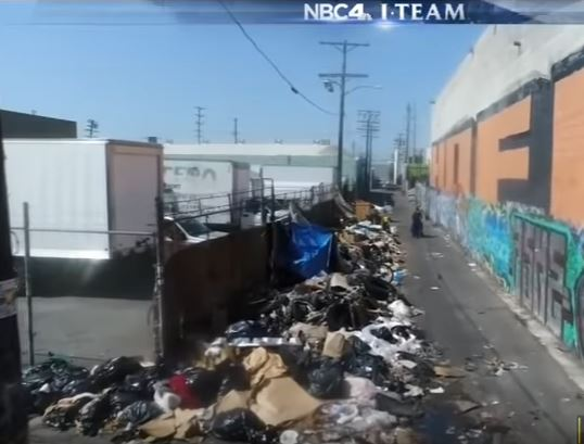 piles-of-garbage-on-LA-streets