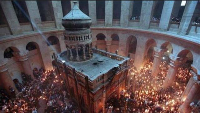 Edicule-encasing-the-Tomb-of-Christ-in-the-Church-of-the-Holy-Sepulchre